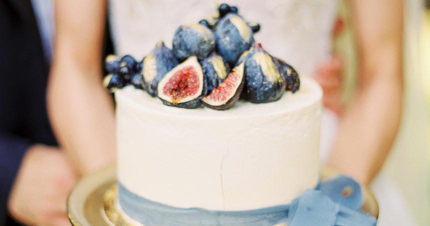 12 красивых свадебных тортов от московских организаторов