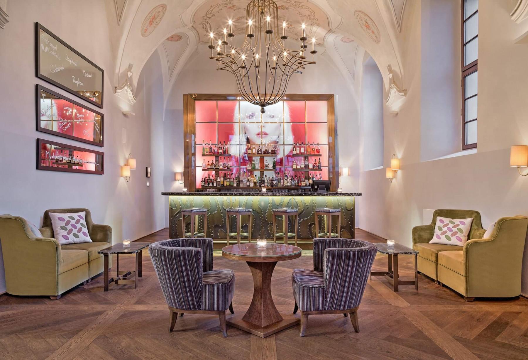 «Метрополь»: интервью с представителями легендарного исторического отеля