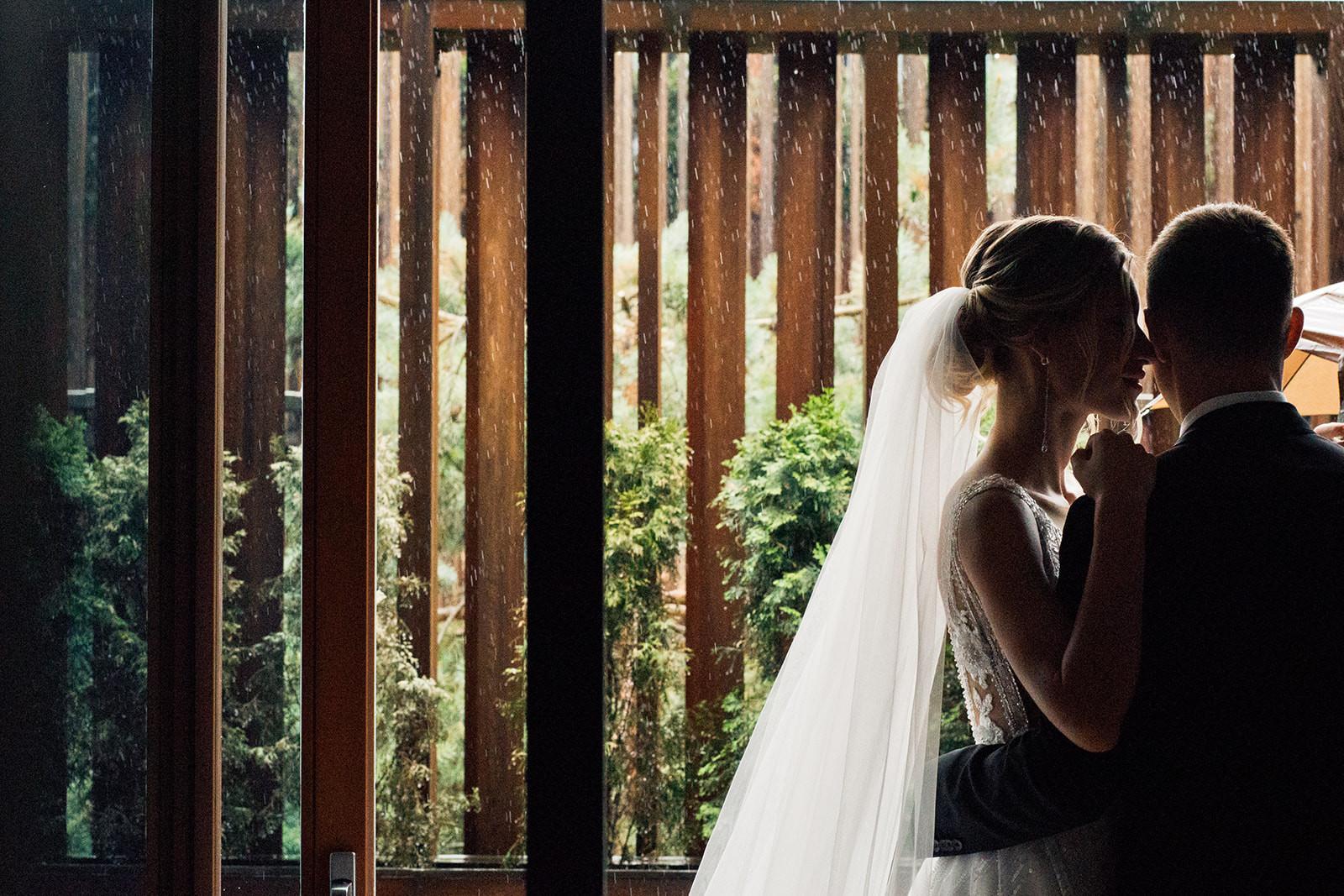 Форс-мажор на свадьбе: как справиться с ливнем