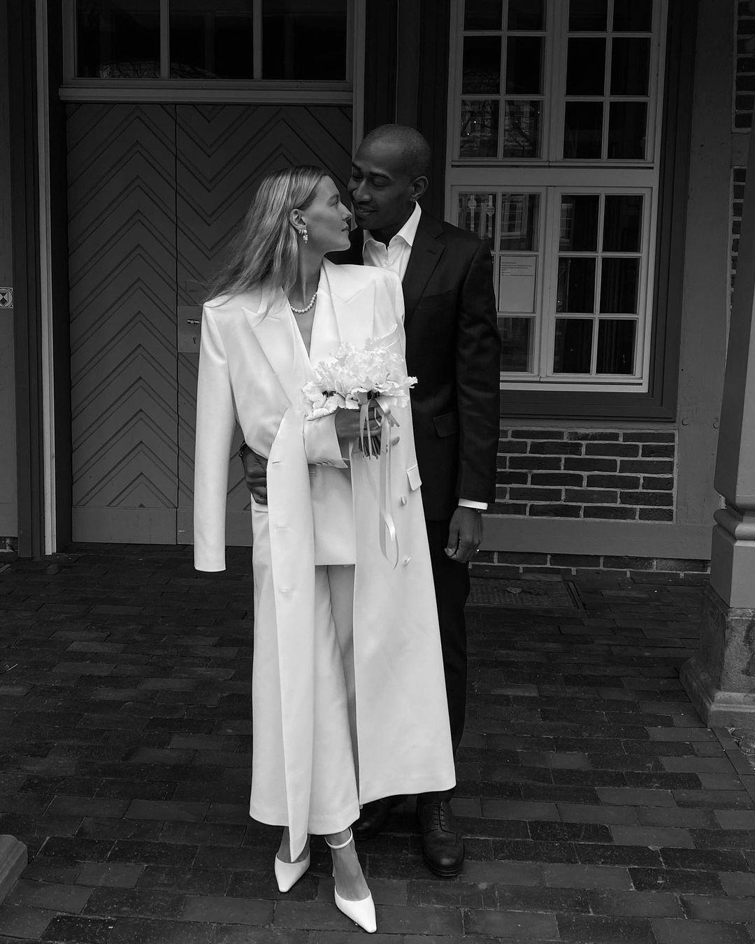 Что надеть поверх свадебного платья осенью
