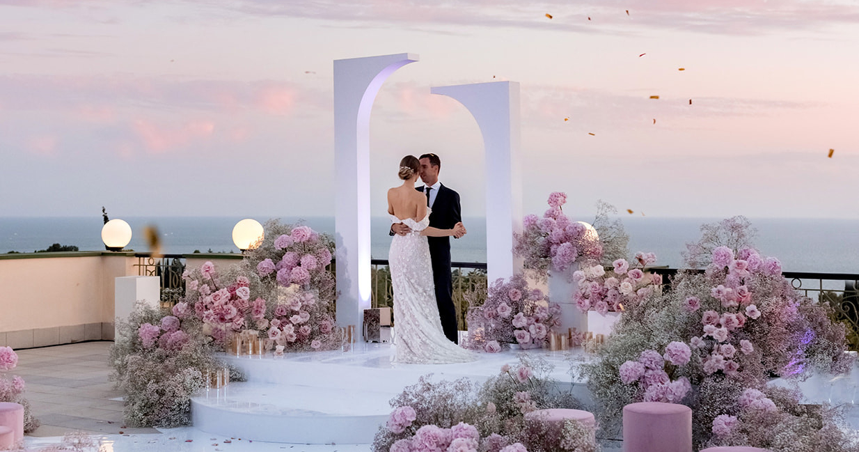 Wedding on the shore by the sky
