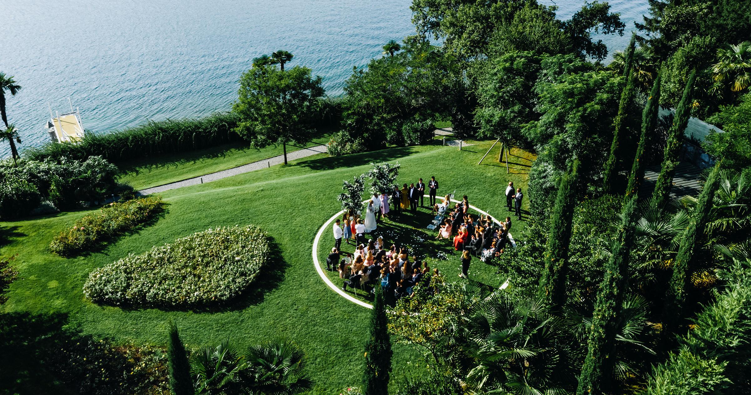 Свадебный ужин на берегу озера Комо