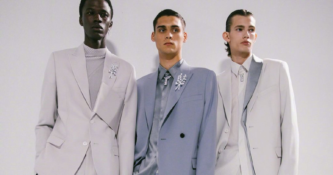 Pastel-coloured groom suits are a 2020 trend