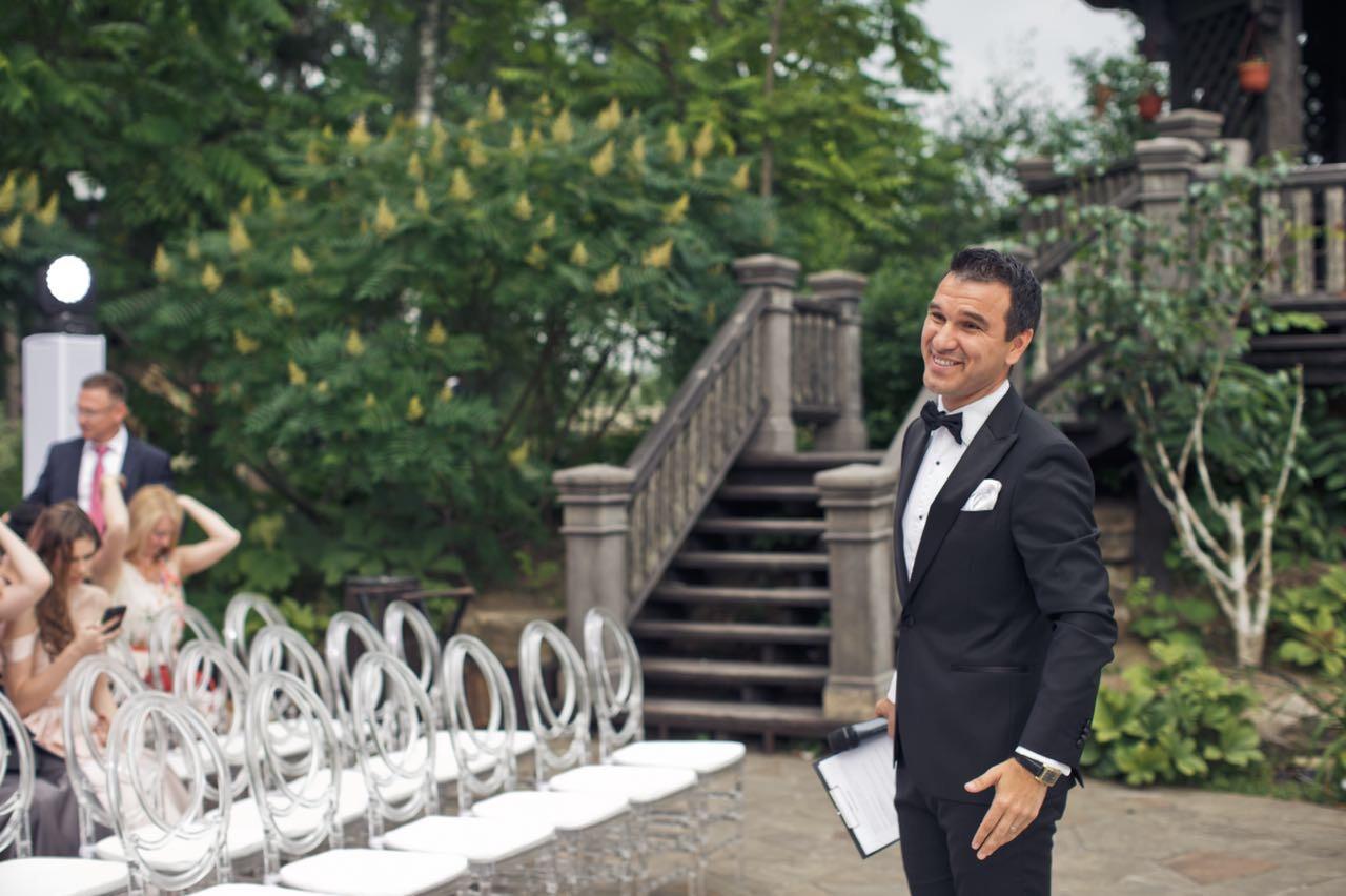 Свадебная церемония: кому доверить трогательный момент?
