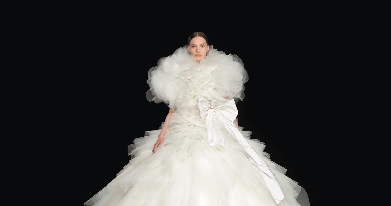 Свадебные платья в кутюрной коллекции Valentino осень-зима