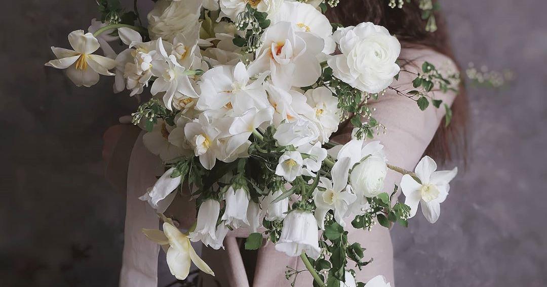 Хотите современный букет невесты? Добавьте полевых цветов