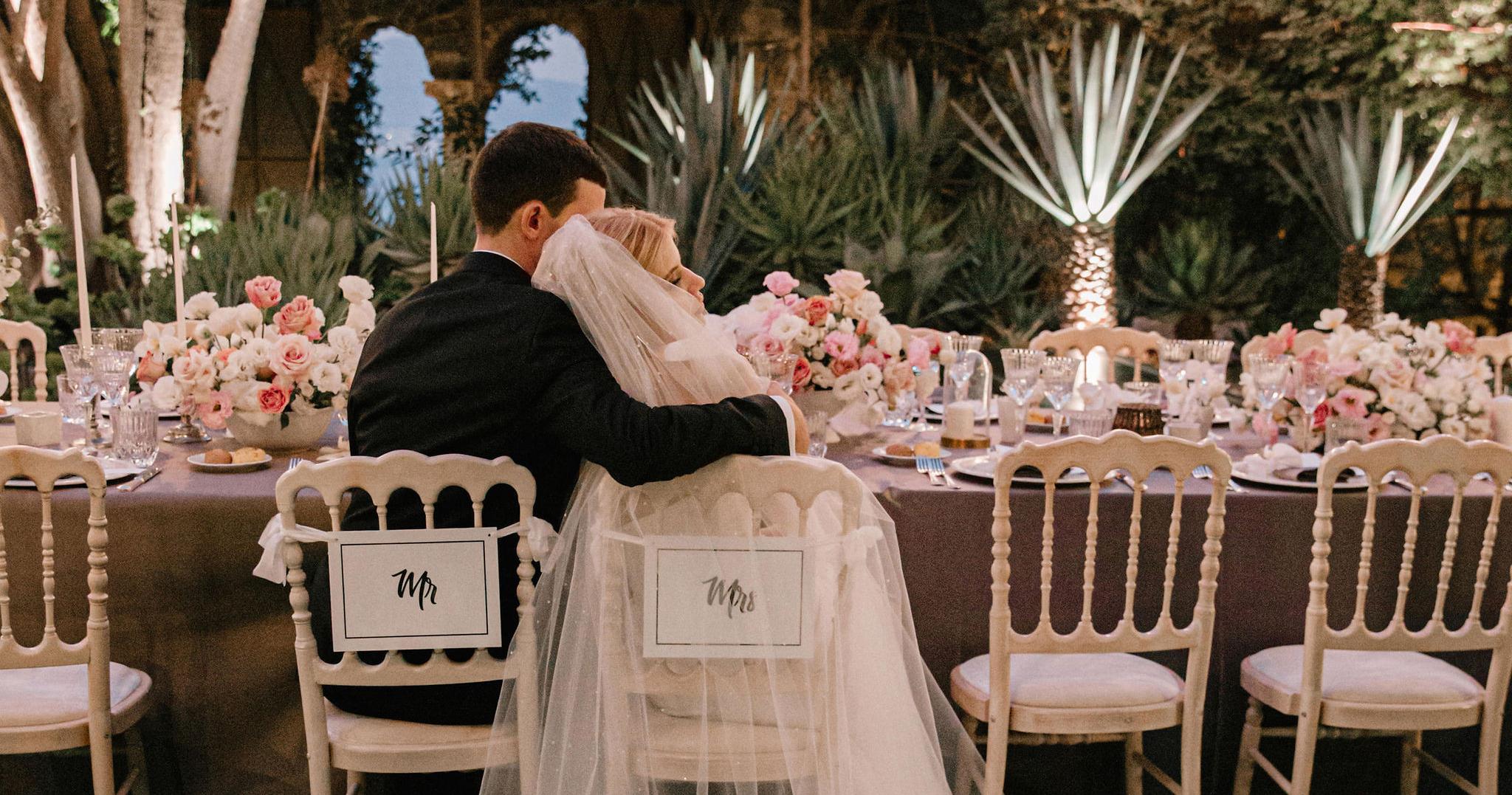 Уютная свадьба с церемонией на берегу Тирренского
