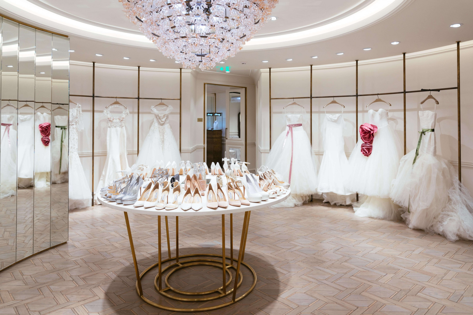 Новые коллекции знаменитых дизайнеров в Wedding by