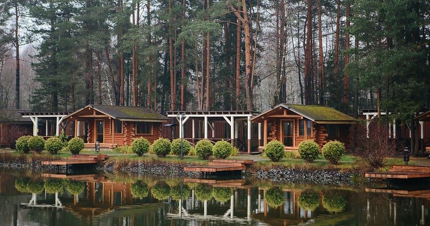 Загородные коттеджи для камерной свадьбы