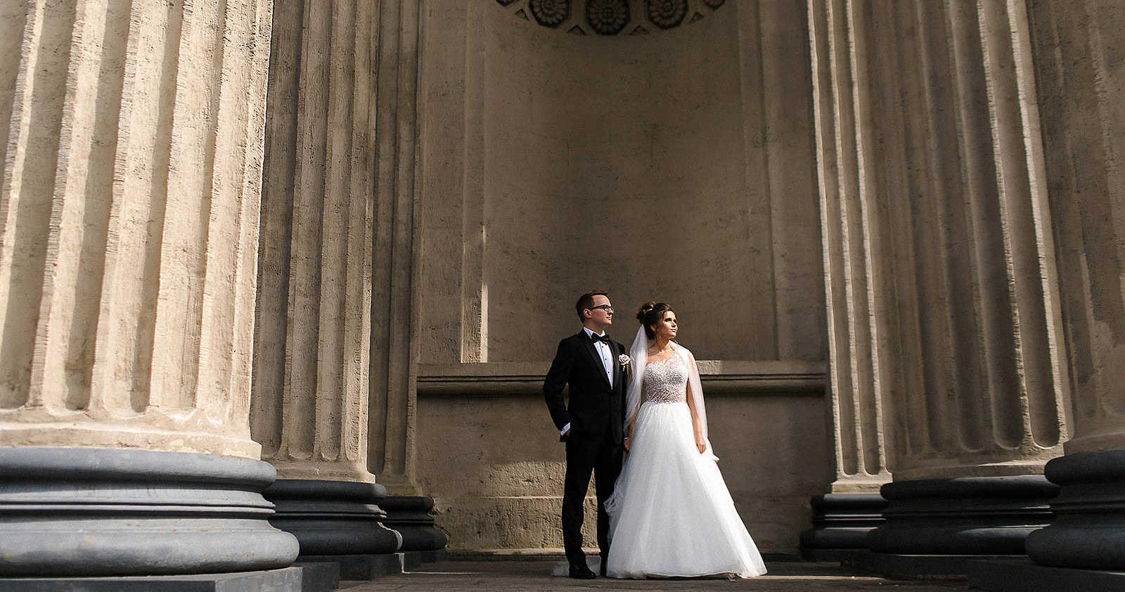 «Город, которого нет»: неоновая свадьба в Санкт-Петербурге