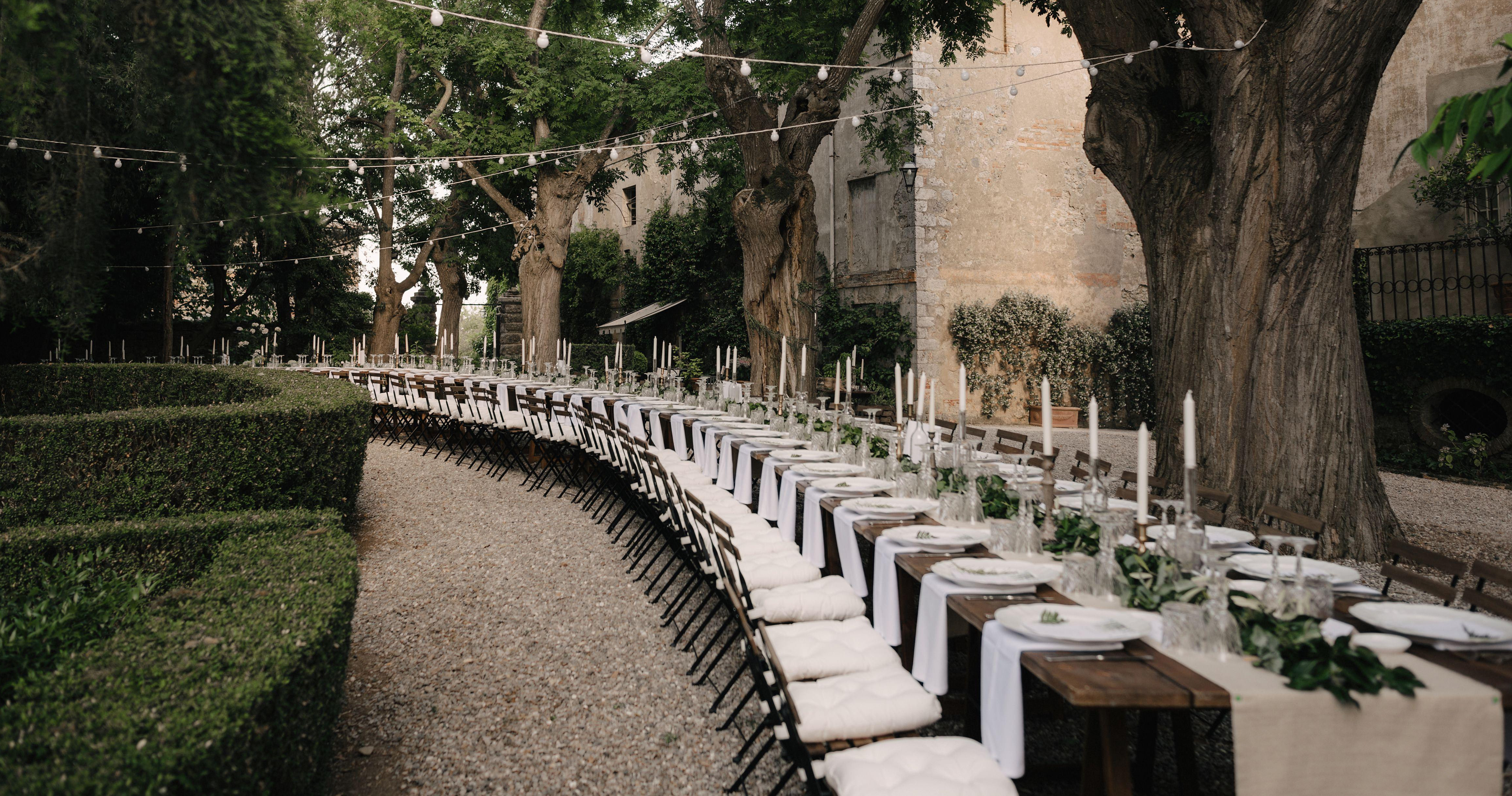 Extra long and extra chic wedding tables