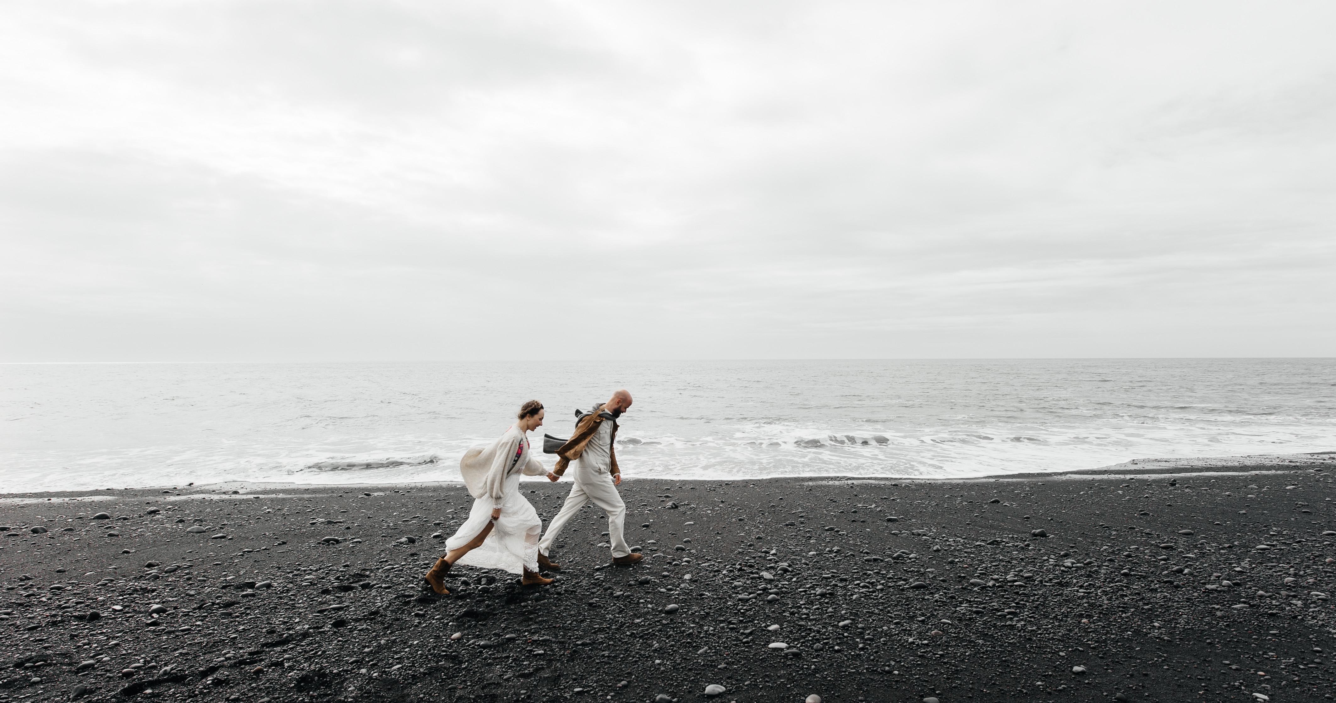Свадьба на черном пляже в Исландии