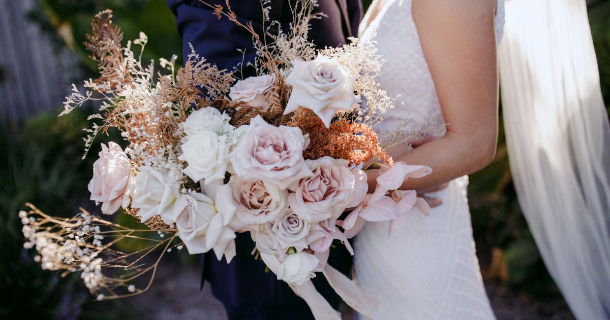 Букет невесты: нежные варианты с розами