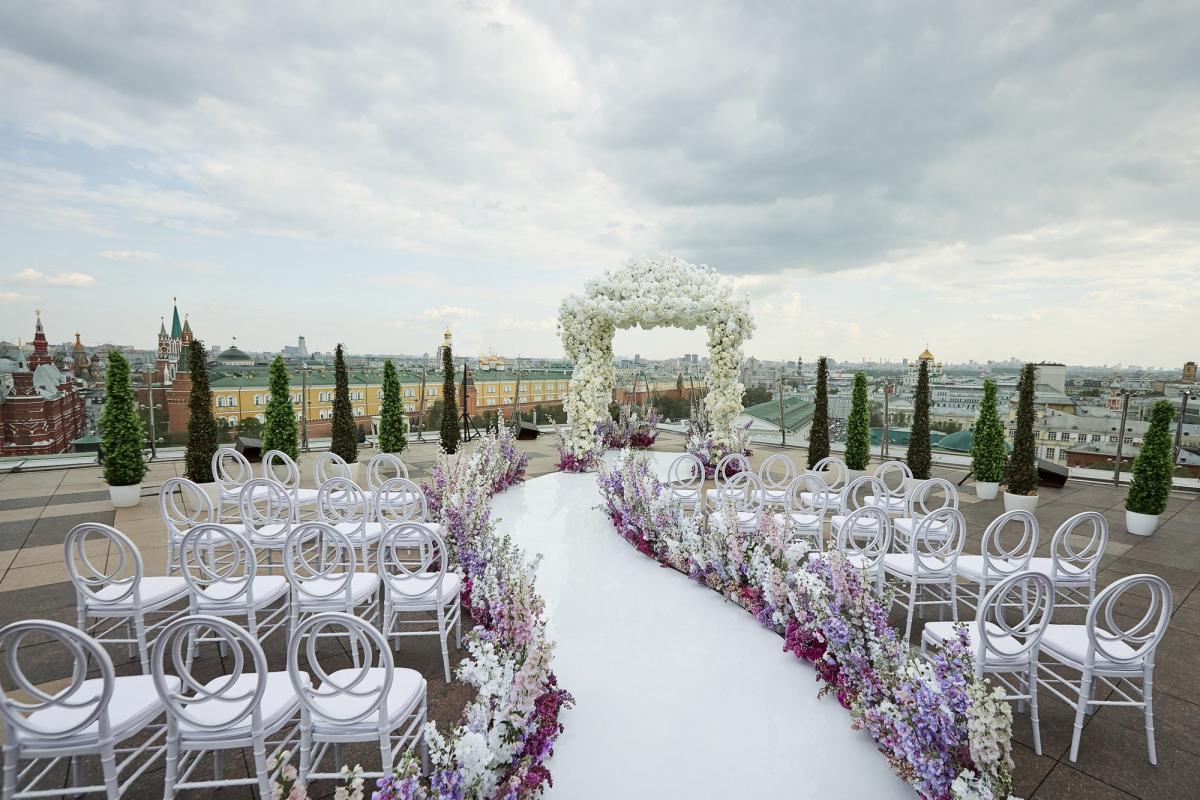 Выбор в пользу лета: свадьба под открытым