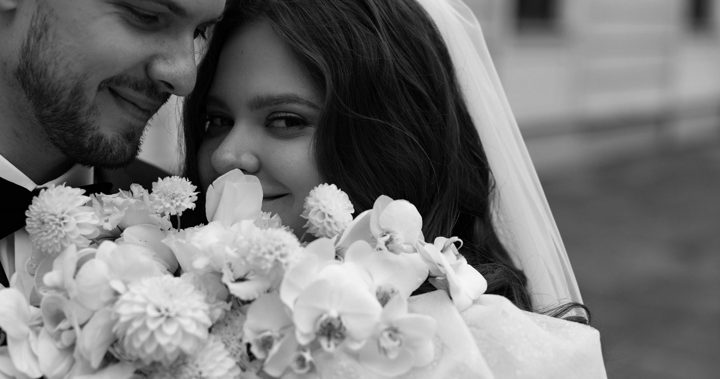 Веселая свадьба молодой пары в особняке Путилова