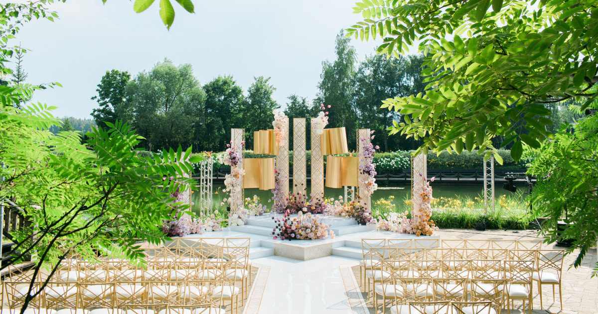Свадьба в белоснежно-лавандовых оттенках