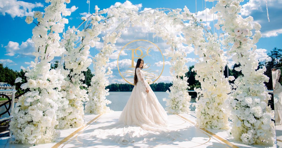 Белоснежная свадьба на берегу озера