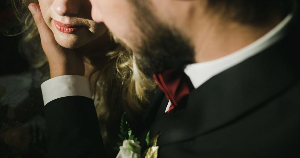 Красно-золотая свадьба Юлии и Дениса в отеле